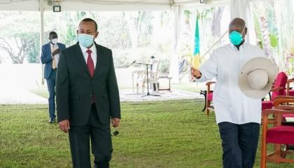 آبي أحمد: أجريت مداولات مهمة مع الرئيس الأوغندي