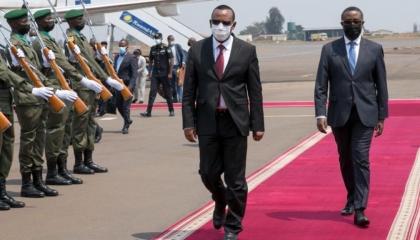 آبي أحمد يصل رواندا بعد زيارة أوغندا المفاجئة.. والتفاصيل غير معلنة