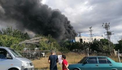 حريق هائل في مصنع بمدينة سيلفري التركية (صور)