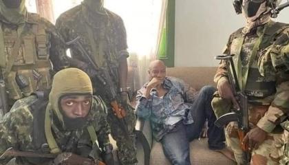 انقلاب عسكري في غينيا واعتقال رئيس الجمهورية