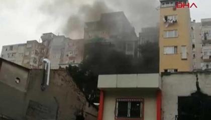 اندلاع حريق بورشتين لإصلاح السيارات بمدينة إسطنبول التركية