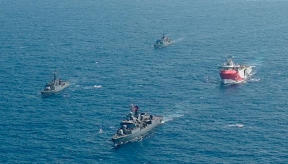 البحرية التركية تعترض سفينة يونانية في شرق المتوسط وتهددها بهجوم عسكري