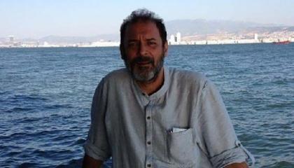 السلطات التركية تعتقل صحفيًا لسبب مجهول بعد مداهمة منزله