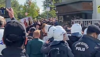 الشرطة التركية تمنع الصحفيين من تصوير أحداث العنف في جامعة البوسفور