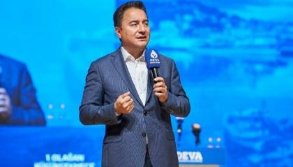 باباجان يطالب بعودة النظام البرلماني: الخطوة الأولى لتعزيز دستور ديمقراطي