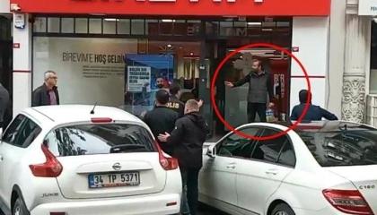 مواطن تركي يحاول الانتحار بسكب البنزين على جسده