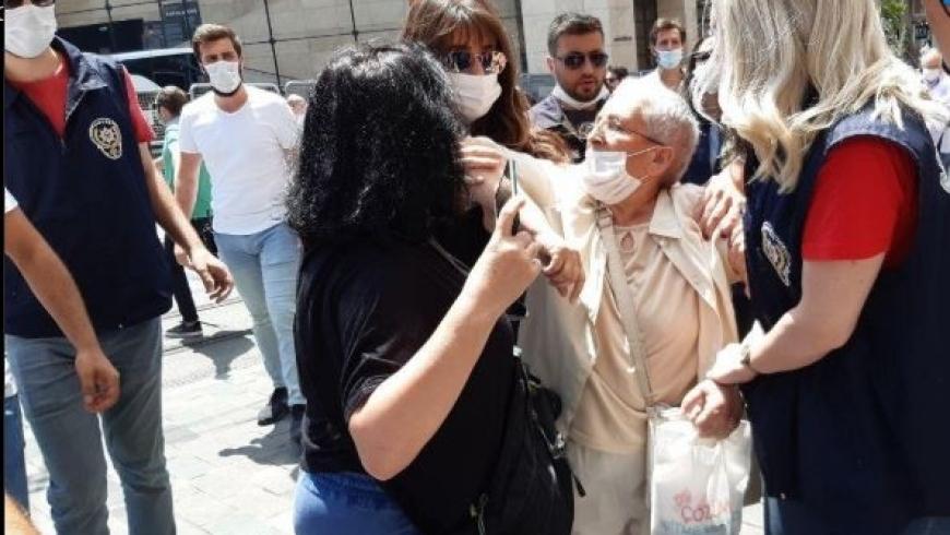 الشرطة التركية تعتدي على «أمهات المعتقلين الأتراك» واعتقال 3 سيدات..