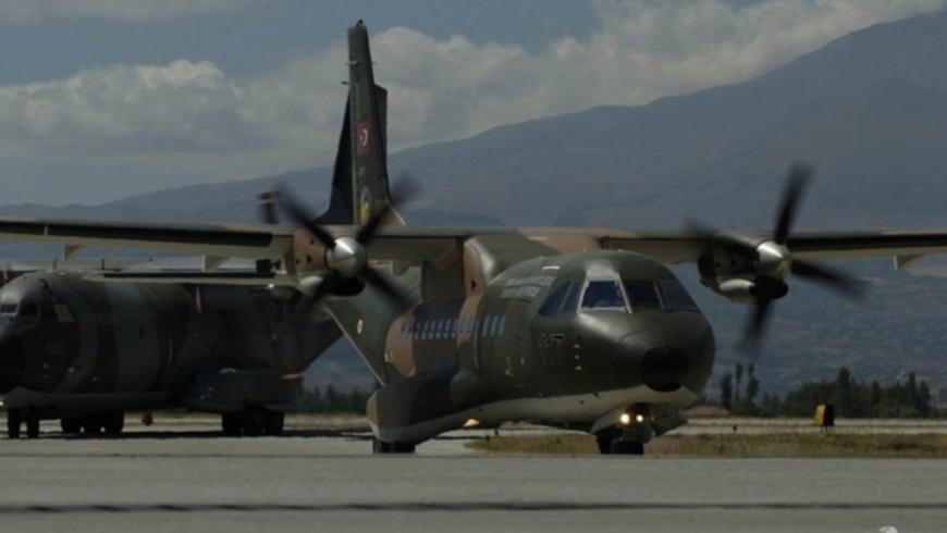 طائرة تستخدمها تركيا في عمليات التسليم