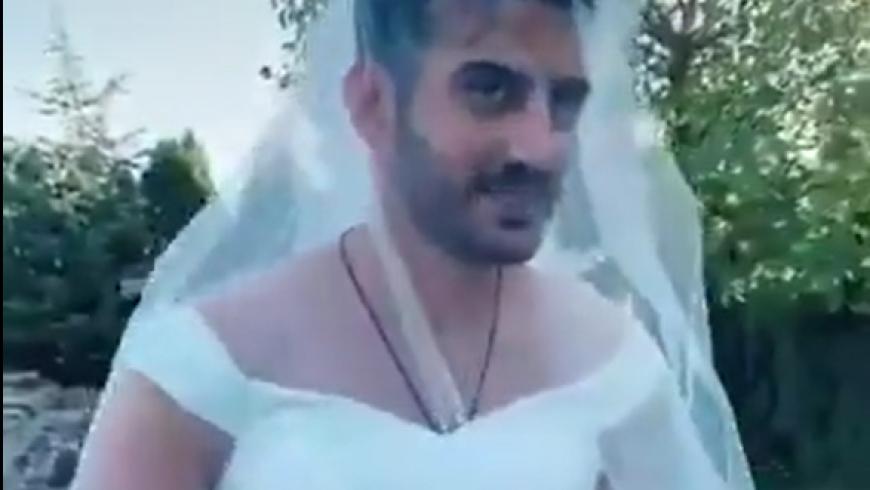 تركي يرتدي فستان زفاف