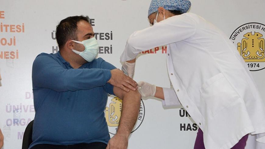 تجربة اللقاح الصيني على مواطن تركي