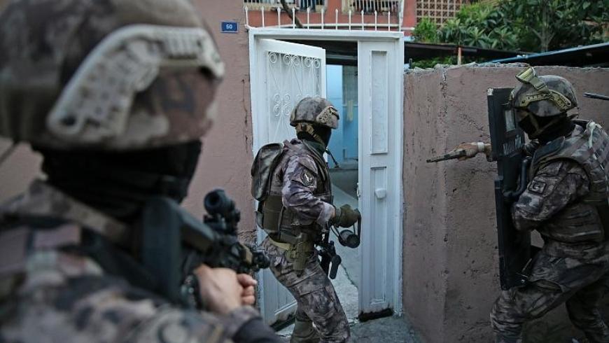 اقتحام الشرطة التركية لبيوت المواطنين