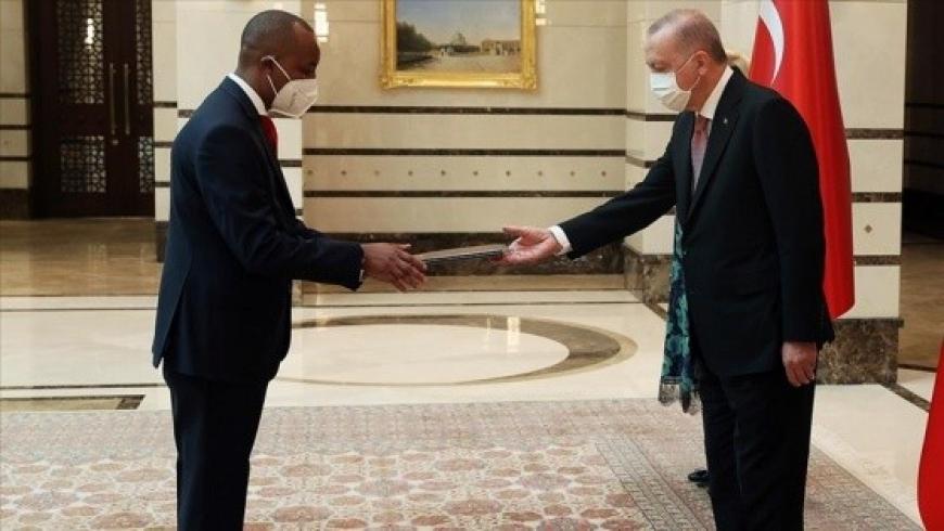أردوغان وسفير جمهورية رواندا