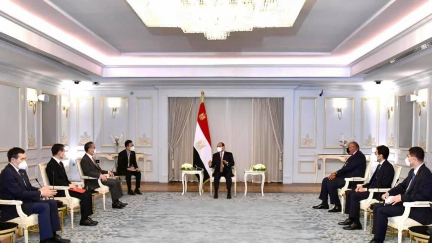 السيسي ووزير الخارجية الصيني