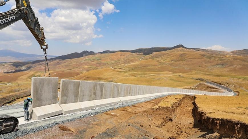 جدار عازل على الحدود التركية الإيرانية