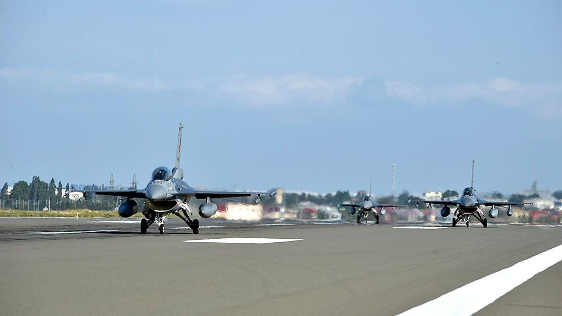 طائراتع عسكرية