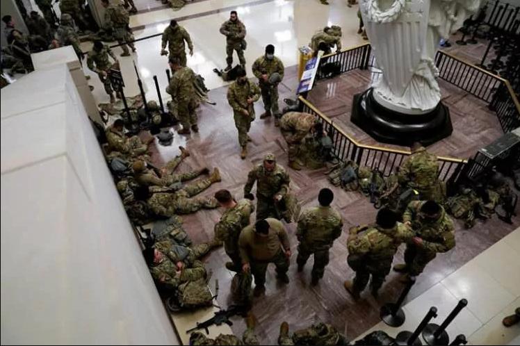الجنود الأمريكيون يحرسون أروقة الكونجرس