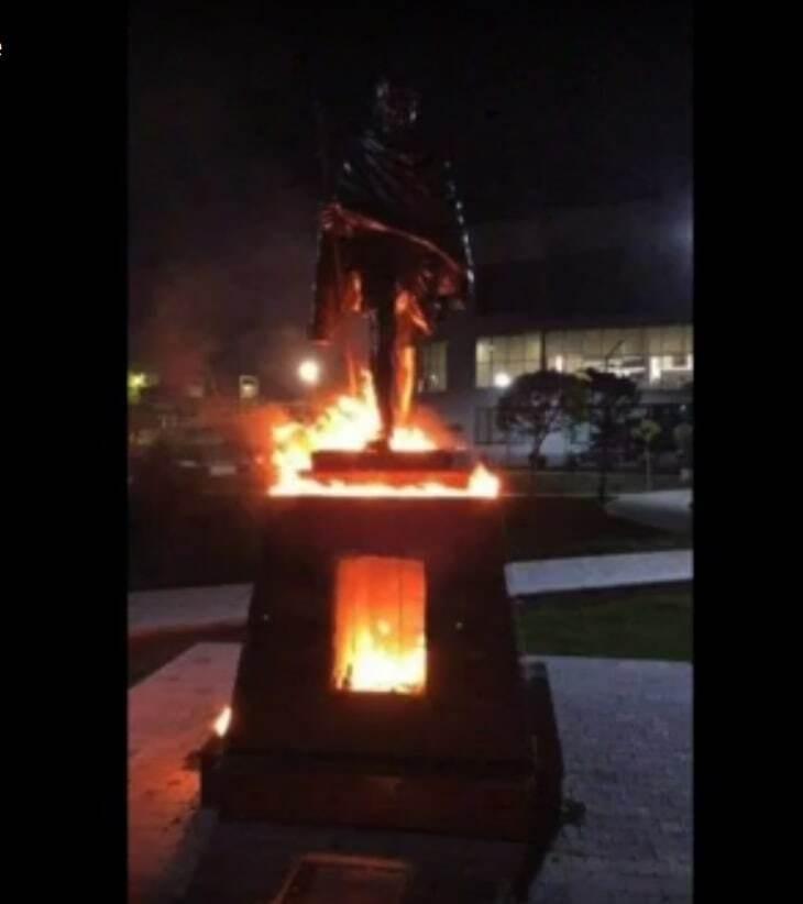 حريق تمثال غاندي