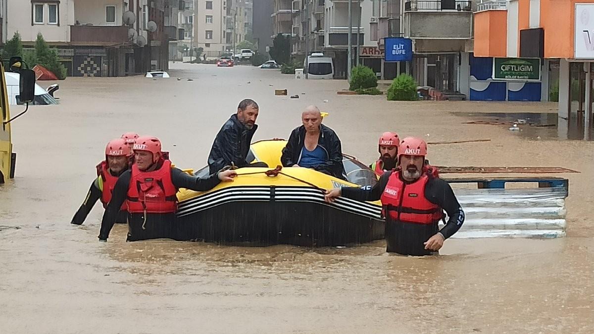 الفيضانات في ريزا