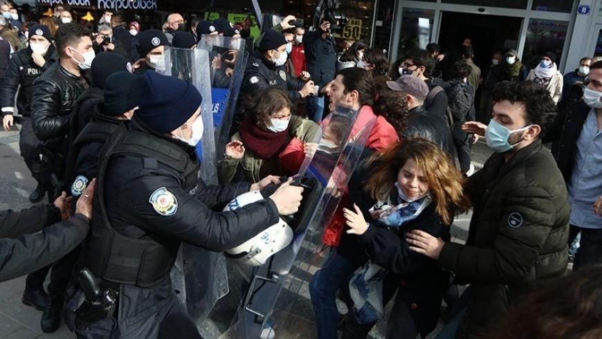 اعتقال الطلاب